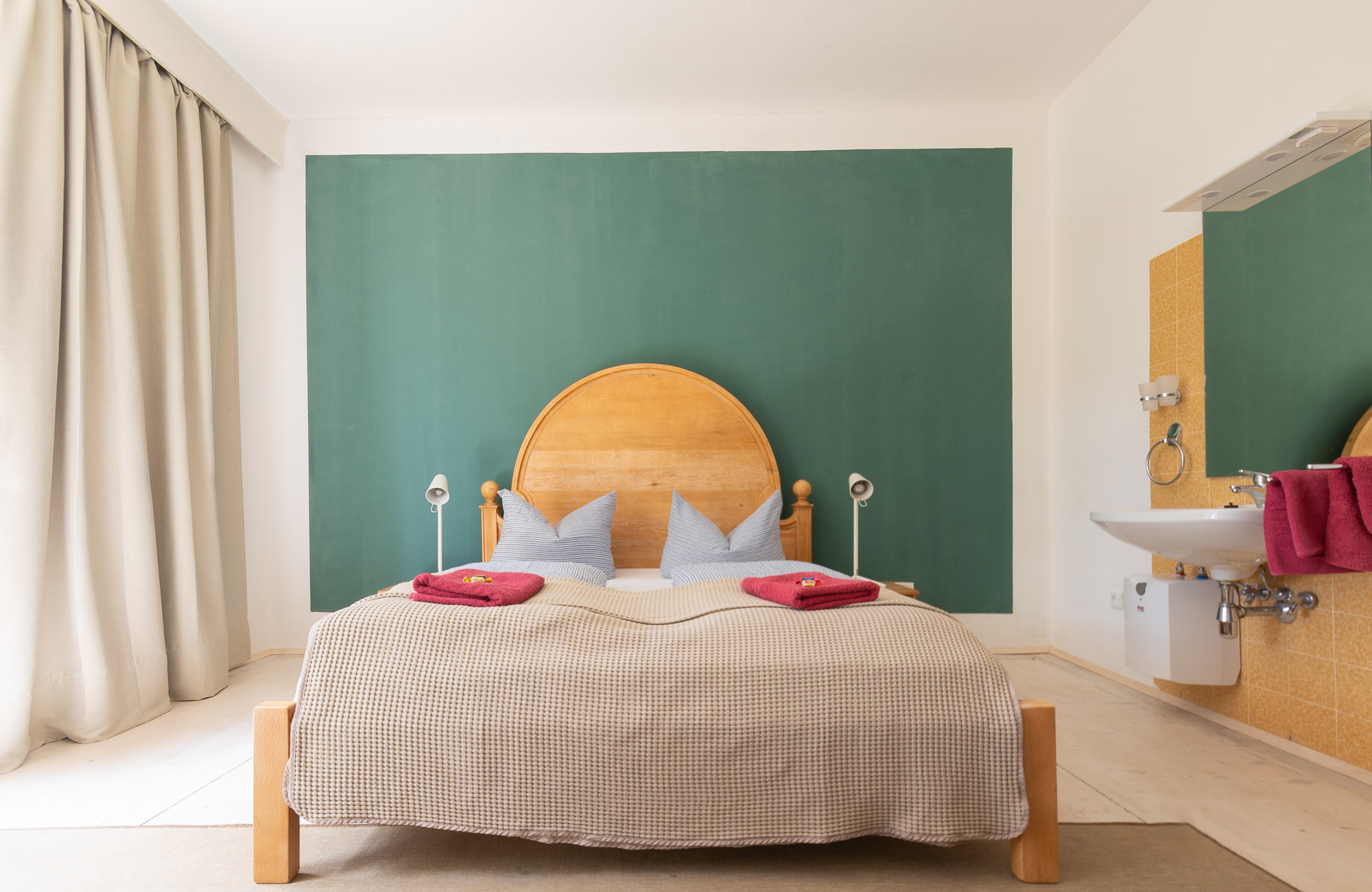 Apartment Farbtopf Doppelbett