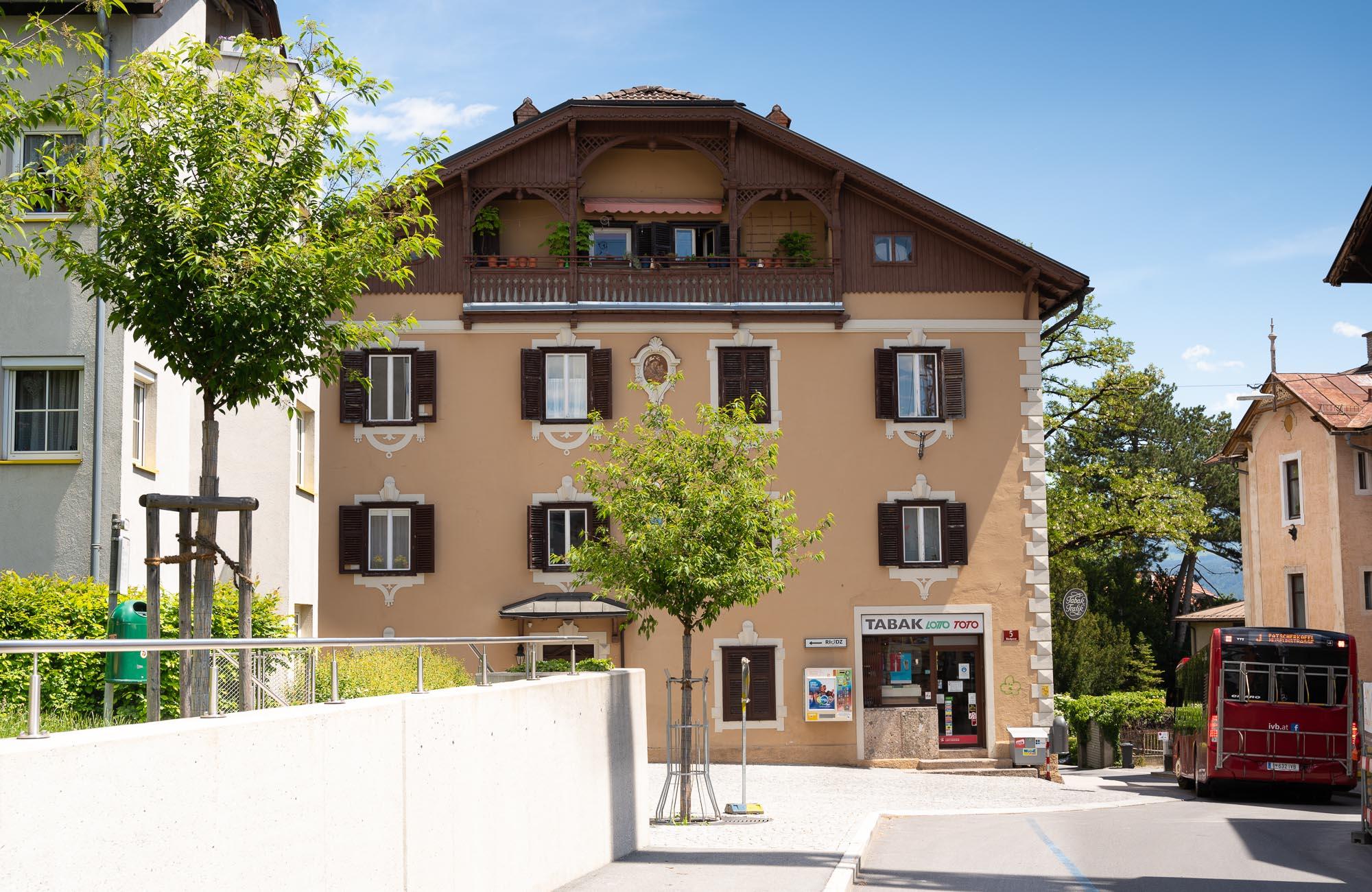 Absteige Innsbruck, Sommerurlaub, Nebengebäude
